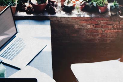 Subcontratar contenido: ¿Contratar un redactor freelance o escribir tú mismo?